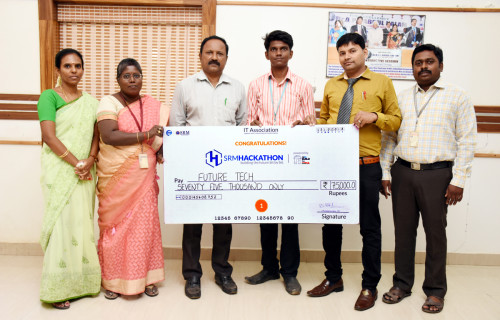 B.Bhuvaneshwaran- EEE final year student has won FIRST PRIZE in SRM Hackathon